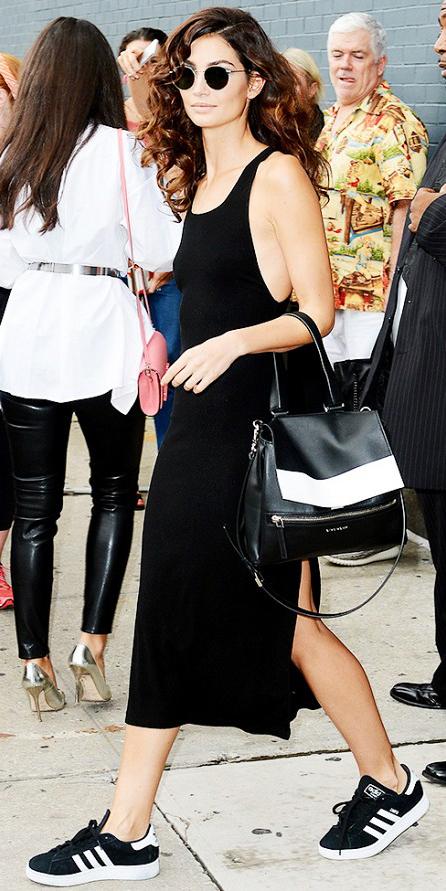black-dress-black-shoe-sneakers-black-bag-tank-midi-sun-model-howtowear-fashion-style-outfit-brun-weekend.jpg