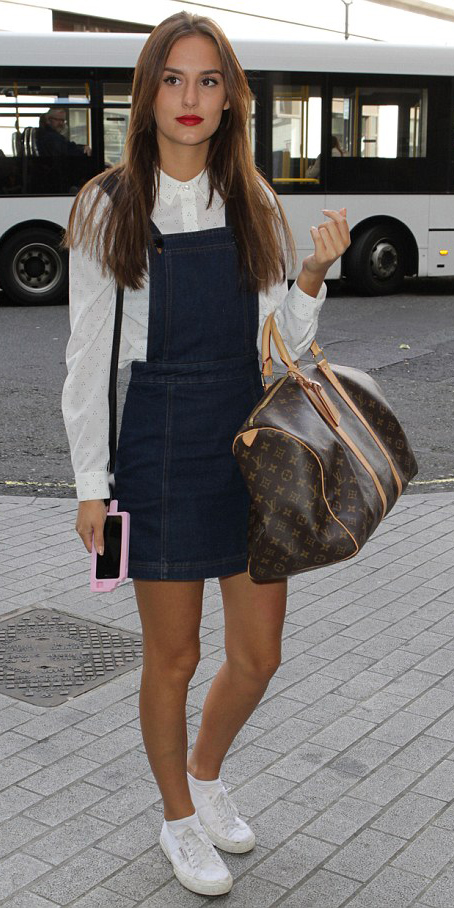 how-to-style-blue-navy-dress-jumper-white-collared-shirt-layer-hairr-white-shoe-sneakers-fall-winter-fashion-weekend.jpg