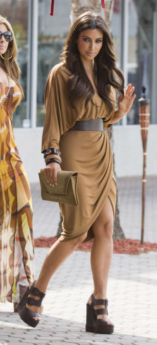 camel-dress-wrap-belt-bracelet-brown-shoe-sandalw-kimkardashian-brun-spring-summer-lunch.jpg