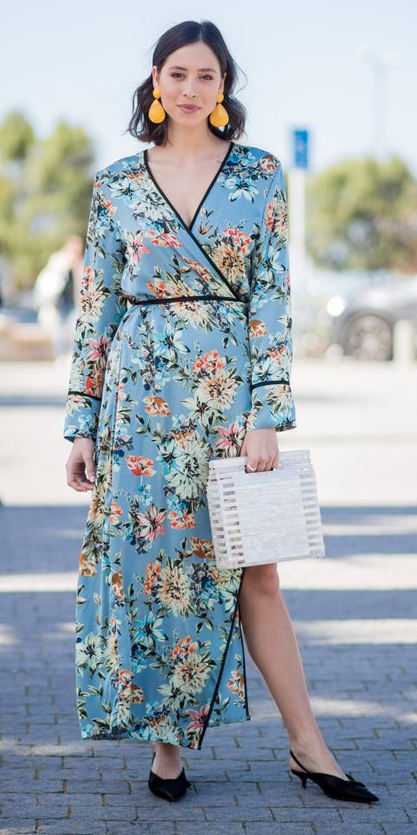 what-to-wear-for-a-spring-wedding-guest-outfit-blue-light-dress-wrap-floral-print-brun-earrings-white-bag-black-shoe-pumps-dinner.jpg