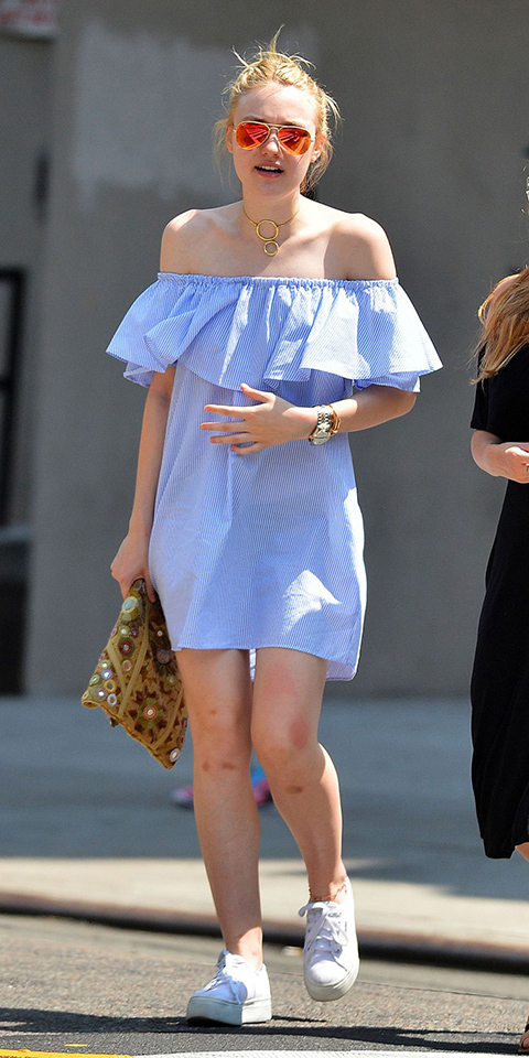 dakotafanning-blue-light-dress-peasant-offshoulder-bun-blonde-sun-yellow-bag-white-shoe-sneakers-spring-summer-weekend.jpg