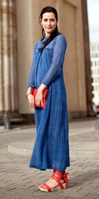 blue-med-dress-midi-peasant-red-shoe-sandalw-red-bag-clutch-spring-summer-lunch.jpg