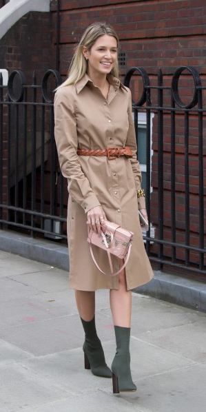tan-dress-shirt-blonde-belt-green-shoe-booties-fall-winter-pink-bag-lunch.jpg