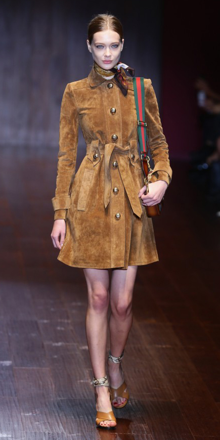 o-camel-dress-shirt-suede-bun-brown-scarf-neck-cognac-bag-coganc-shoe-sandalh-howtowear-fashion-style-outfit-spring-summer-italy-milan-gucci-lunch.jpg