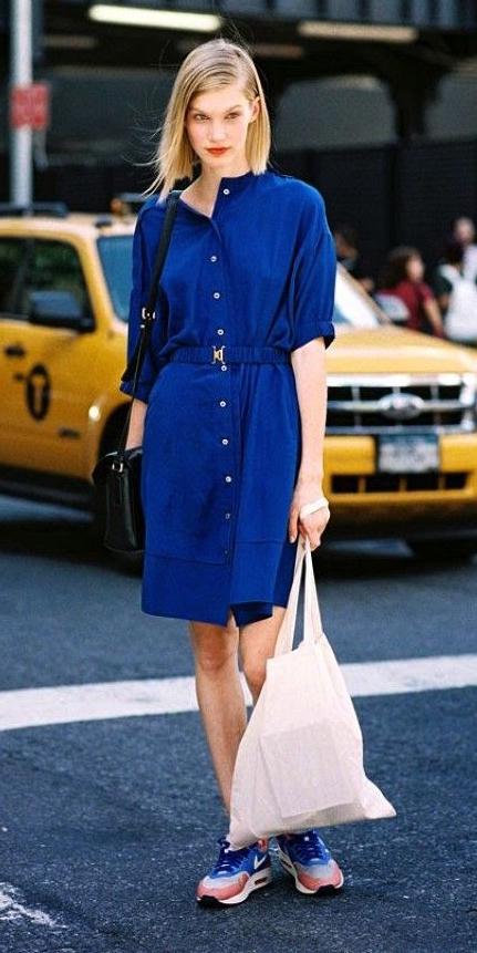 blue-navy-dress-shirt-blonde-black-bag-blue-shoe-sneakers-lob-spring-summer-weekend.jpg