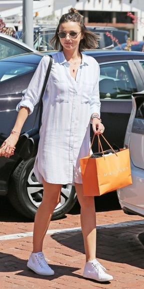 white-dress-white-shoe-sneakers-sun-shirt-wear-style-fashion-spring-summer-hairr-mirandakerr-weekend.jpg