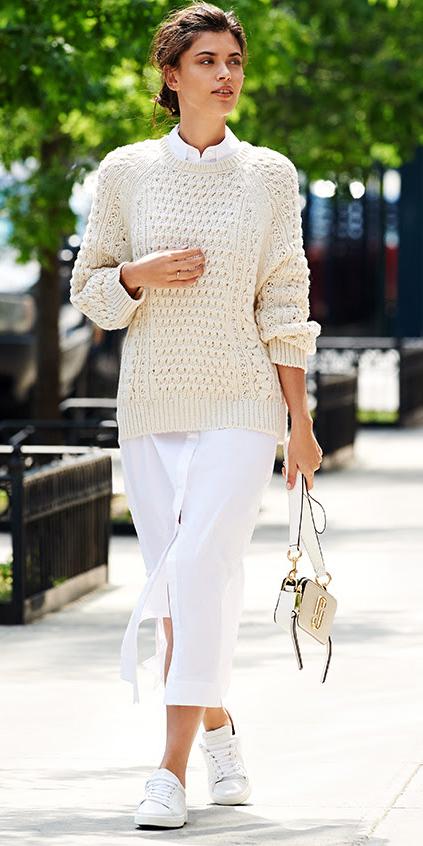 white-dress-shirt-white-sweater-layer-brun-white-bag-white-shoe-sneakers-mono-fall-winter-work.jpg