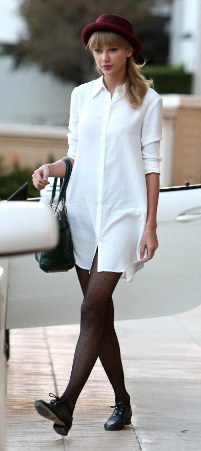 white-dress-shirt-black-tights-black-shoe-brogues-hat-black-bag-taylorswift-fall-winter-blonde-lunch.jpg