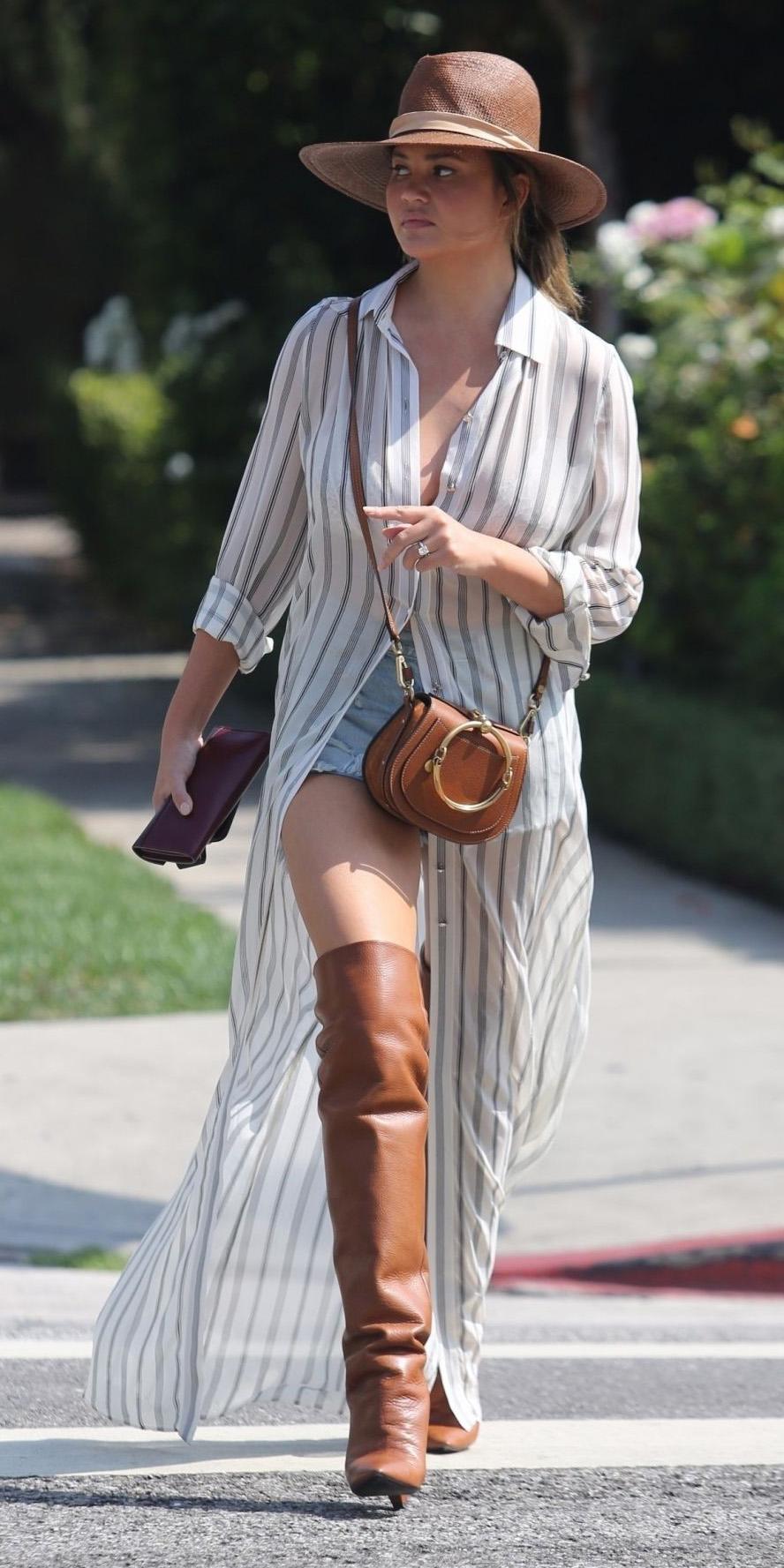how-to-style-blue-light-shorts-cognac-shoe-boots-otk-cognac-bag-hairr-chrissyteigen-hat-vertical-stripe-white-collared-shirt-white-dress-shirt-fall-winter-fashion-weekend.jpg