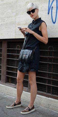 black-dress-black-bag-tan-shoe-sneakers-leopard-sun-shirt-howtowear-fashion-style-outfit-spring-summer-blonde-weekend.jpg