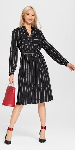 black-dress-shirt-vertical-stripe-red-bag-blonde-black-shoe-pumps-fall-winter-work.jpg
