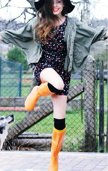 black-dress-shirt-floral-print-green-olive-jacket-utility-yellow-shoe-boots-wellies-socks-hat-hairr-fall-winter-weekend.jpg