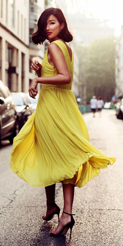 how-to-style-yellow-dress-midi-brun-lob-black-shoe-sandalh-spring-summer-fashion-dinner.jpg