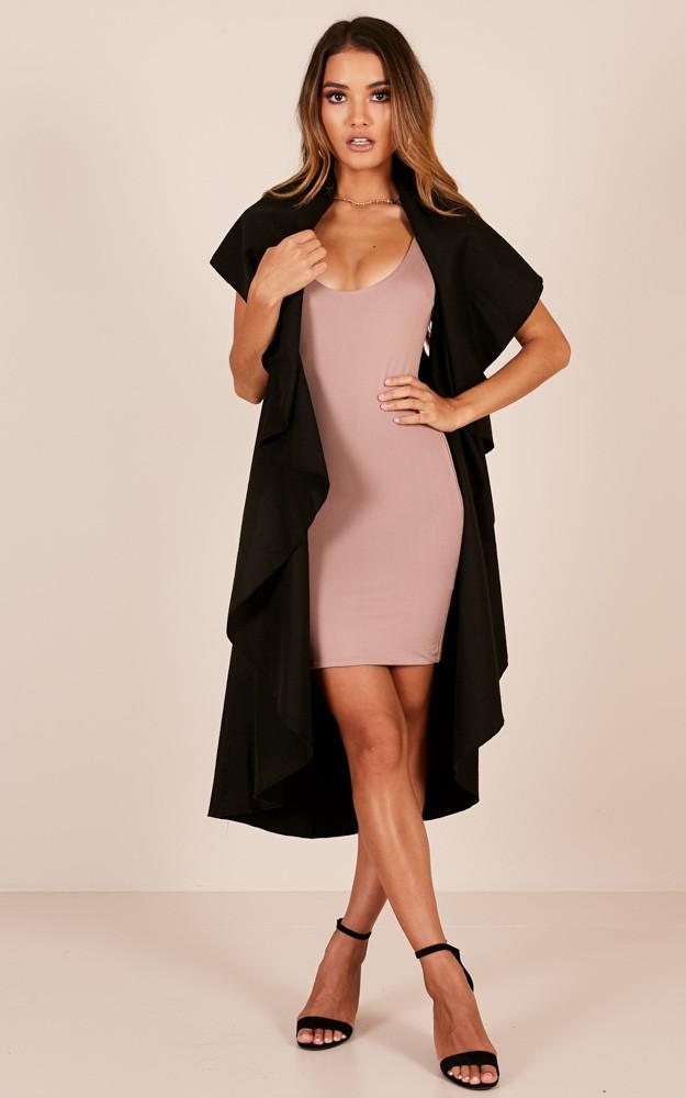 pink-light-dress-bodycon-black-vest-knit-hairr-black-shoe-sandalh-spring-summer-dinner.jpg