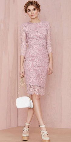 what-to-wear-for-a-spring-wedding-guest-outfit-pink-light-dress-bodycon-lace-braid-blonde-white-bag-dinner.jpg