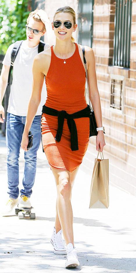 orange-dress-white-shoe-sneakers-bodycon-black-bag-pony-sun-karliekloss-howtowear-fashion-style-outfit-spring-summer-weekend.jpg