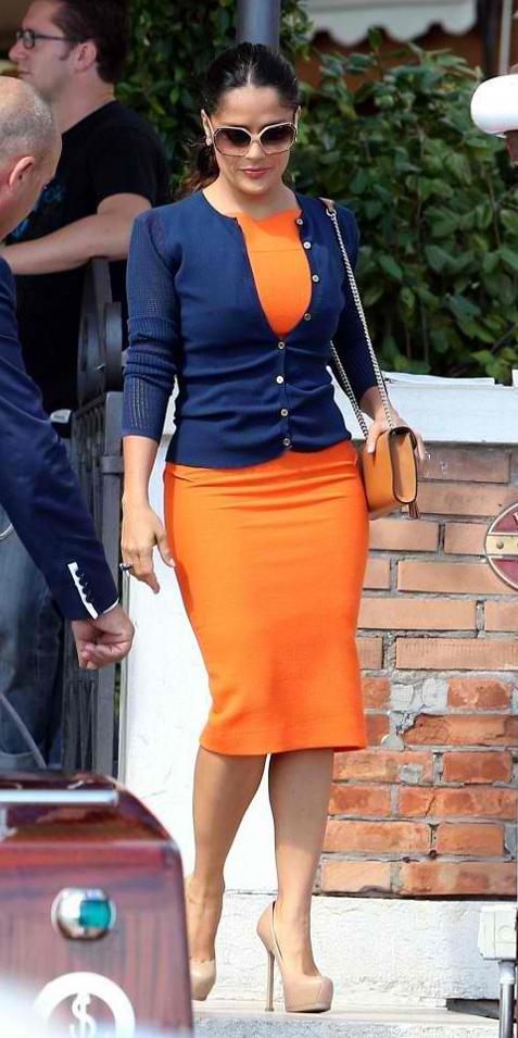 orange-dress-bodycon-blue-navy-cardigan-cognac-bag-tan-shoe-pumps-brun-bun-sun-salmahayek-spring-summer-lunch.jpg