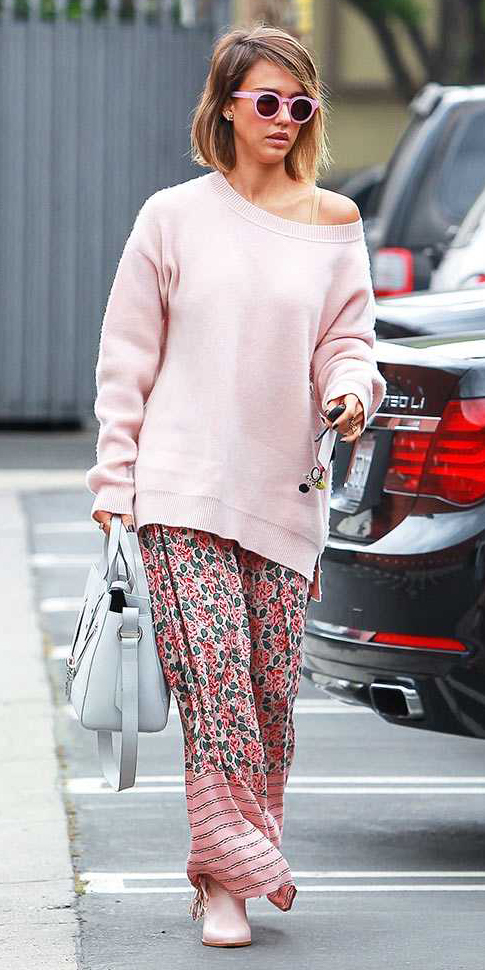 r-pink-light-dress-zprint-floral-pink-light-sweater-white-bag-tan-shoe-booties-sun-maxi-wear-style-fashion-spring-summer-jessicaalba-slouchy-hairr-lunch.jpg