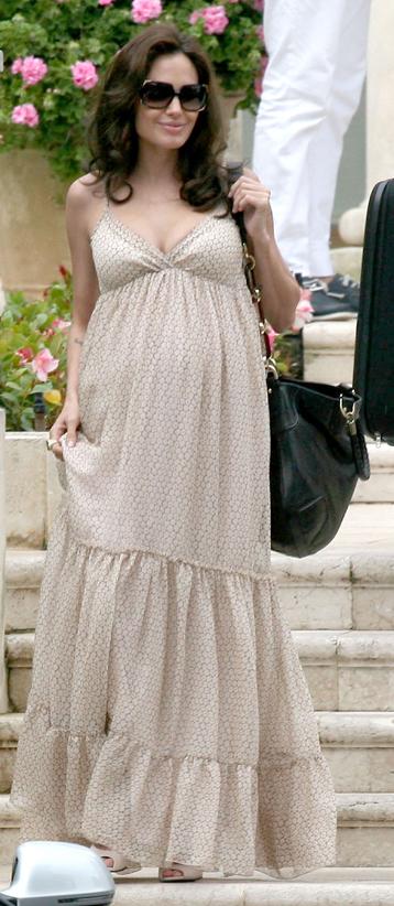tan-dress-maxi-maternity-black-bag-sun-angelinajolie-spring-summer-brun-lunch.jpg