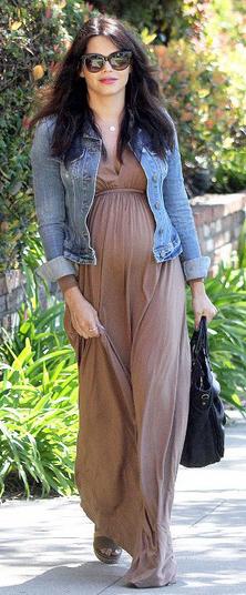 o-tan-dress-blue-light-jacket-jean-maternity-sun-black-bag-maxi-wear-style-fashion-spring-summer-celebrity-street-brunette-lunch.jpg