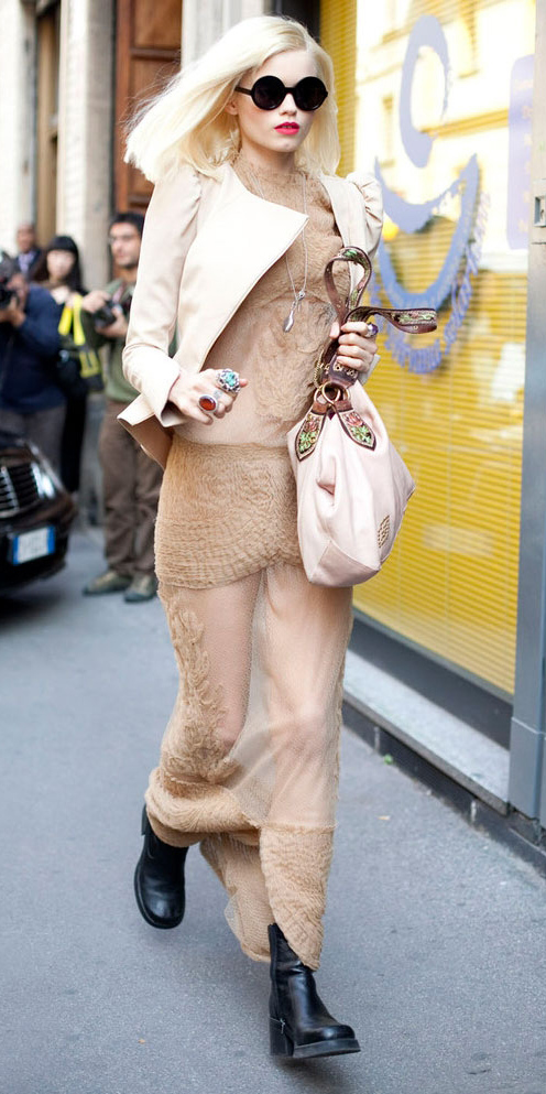 o-tan-dress-white-jacket-black-shoe-booties-sun-blonde-howtowear-fashion-style-outfit-fall-winter-maxi-lunch.jpg