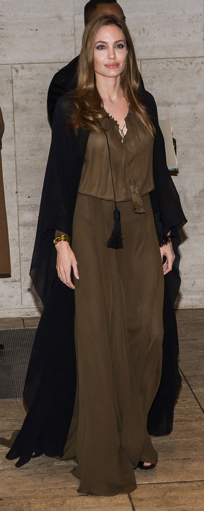 brown-dress-maxi-black-jacket-angelinajolie-fall-winter-brun-dinner.jpg