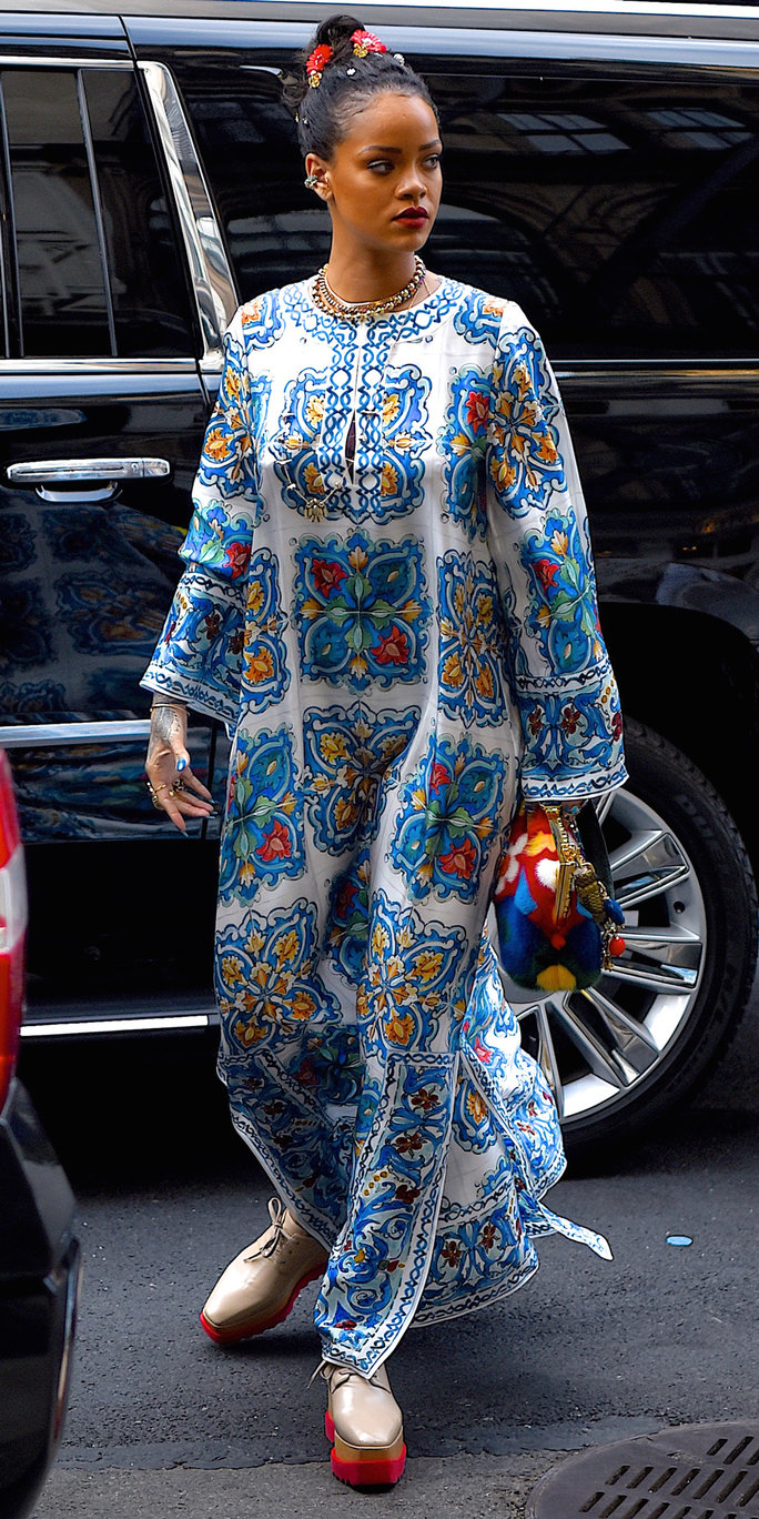 blue-med-dress-print-graphic-tan-shoe-brogues-platform-bun-chain-necklace-maxi-style-fall-winter-rihanna-celebrity-street-lunch.jpg