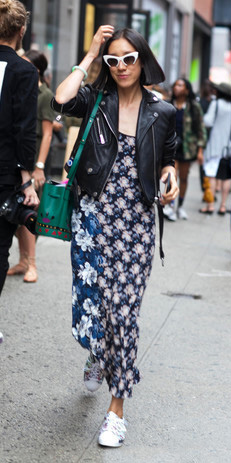 blue-navy-dress-maxi-white-shoe-sneakers-print-sun-green-bag-black-jacket-moto-spring-summer-brun-weekend.jpg
