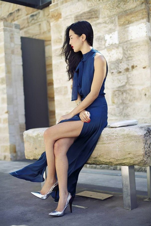 what-to-wear-for-a-spring-wedding-guest-outfit-blue-navy-dress-maxi-brun-gray-shoe-pumps-metallic-dinner.jpg