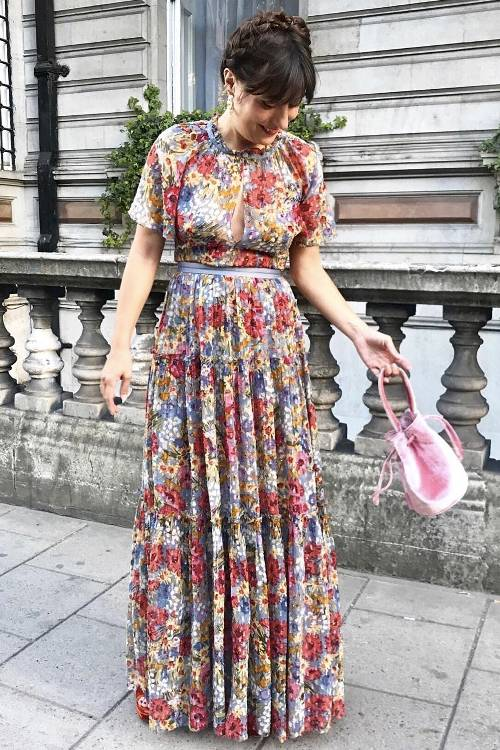 what-to-wear-for-a-spring-wedding-guest-outfit-purple-light-dress-maxi-print-floral-hairr-pink-bag-dinner.jpg