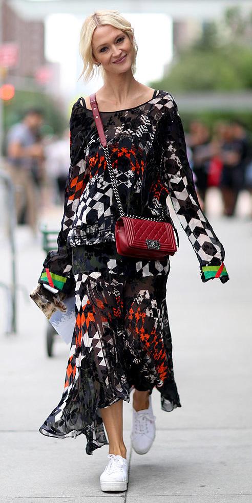 black-dress-zprint-grap-white-shoe-sneakers-maxi-red-bag-crossbody-blonde-bun-howtowear-fashion-style-outfit-fall-winter-weekend.jpg