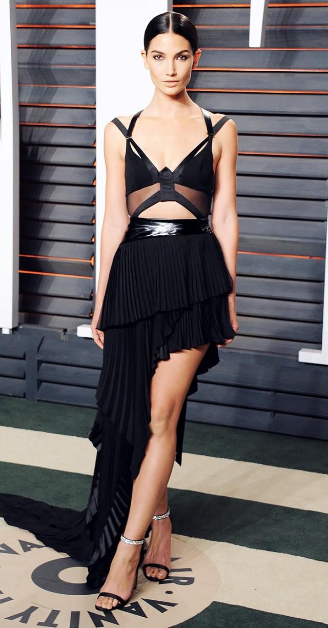 black-dress-maxi-black-bralette-model-brun-bun-black-shoe-sandalh-howtowear-fashion-style-outfit-spring-summer-ruffle-tier-dinner.jpg