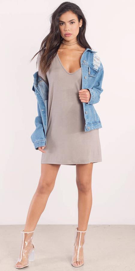 grayl-dress-tshirt-blue-light-jacket-jean-clear-shoe-booties-choker-brun-spring-summer-lunch.jpg