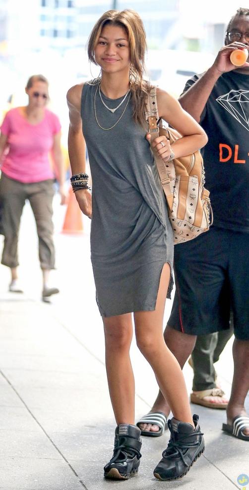 grayd-dress-tshirt-black-shoe-sneakers-necklace-tan-bag-pack-spring-summer-zendaya-travel-outfit-brunette-weekend.jpg