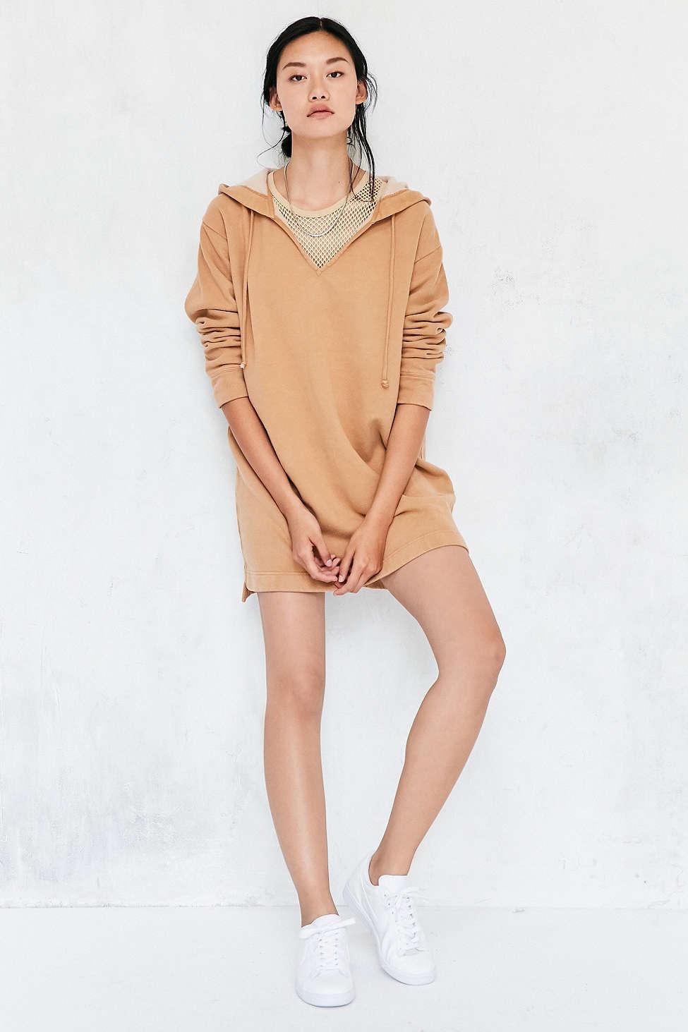 o-tan-dress-a-white-shoe-sneakers-pony-sweater-wear-style-fashion-fall-winter-brunette-weekend.jpg