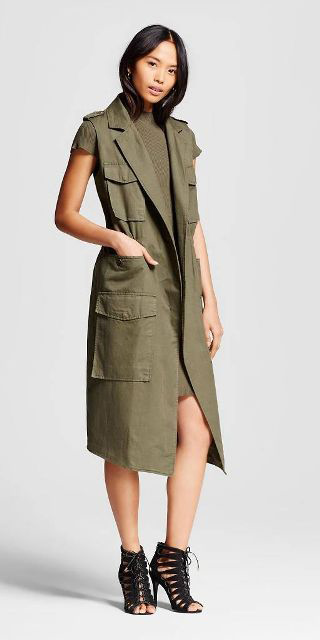green-olive-dress-sweater-brun-black-shoe-sandalh-green-olive-vest-utility-cargo-spring-summer-dinner.jpg