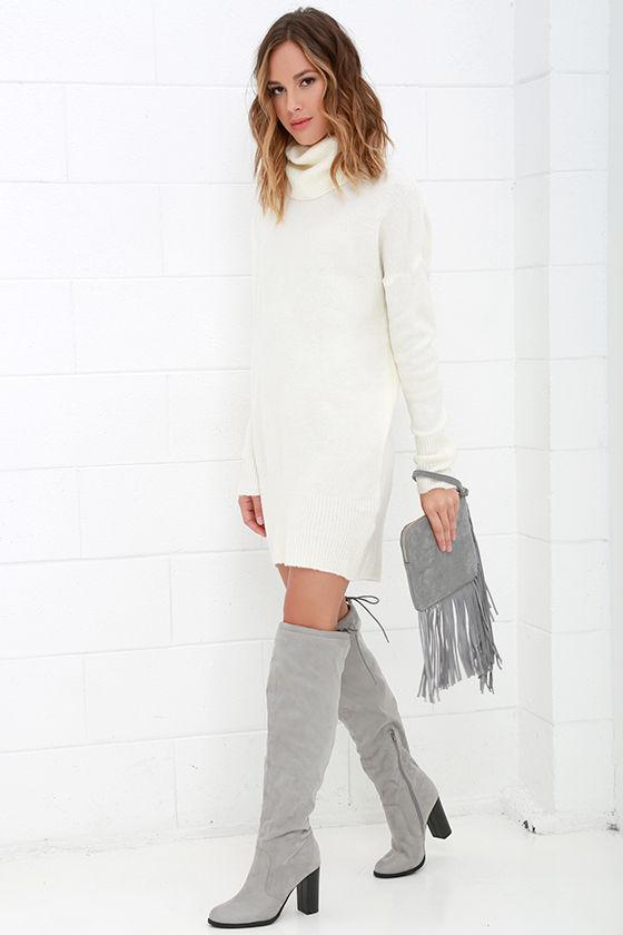 white-dress-sweater-gray-shoe-boots-gray-bag-turtleneck-lob-wavy-fall-winter-hairr-lunch.jpg