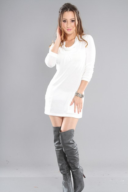 white-dress-a-gray-shoe-boots-howtowear-fashion-style-outfit-fall-winter-sweater-bracelet-dinner.jpg