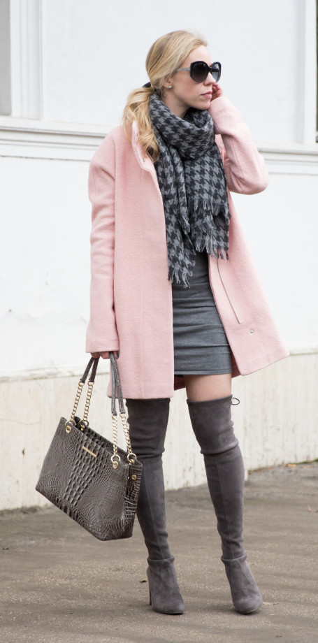 grayl-dress-sweater-grayl-scarf-houndstooth-print-pink-light-jacket-coat-gray-bag-sun-pony-gray-shoe-boots-overknee-howtowear-fall-winter-blonde-lunch.jpg