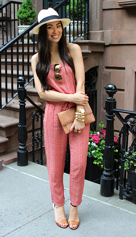 red-jumpsuit-tan-bag-clutch-cognac-shoe-sandalh-hat-panama-howtowear-fashion-style-outfit-spring-summer-brun-lunch.jpg