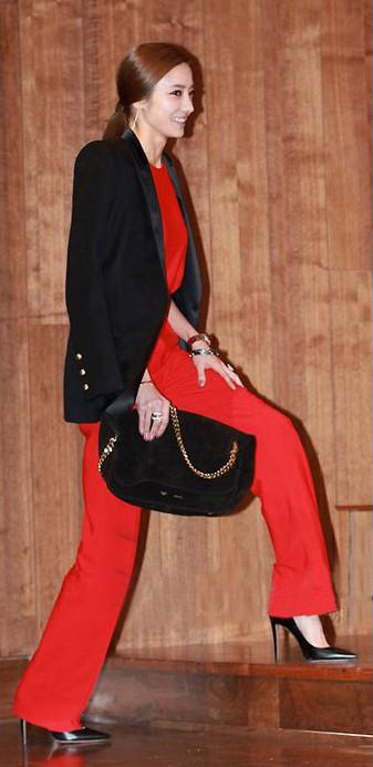 red-jumpsuit-black-jacket-blazer-brun-black-bag-black-shoe-pumps-fall-winter-wear-fashion-style-evening-pony-dinner.jpg