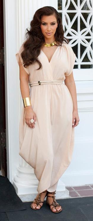 r-pink-light-jumpsuit-brown-shoe-sandals-necklace-bracelet-brun-spring-summer-wear-fashion-style-kimkardashian-lunch.jpg