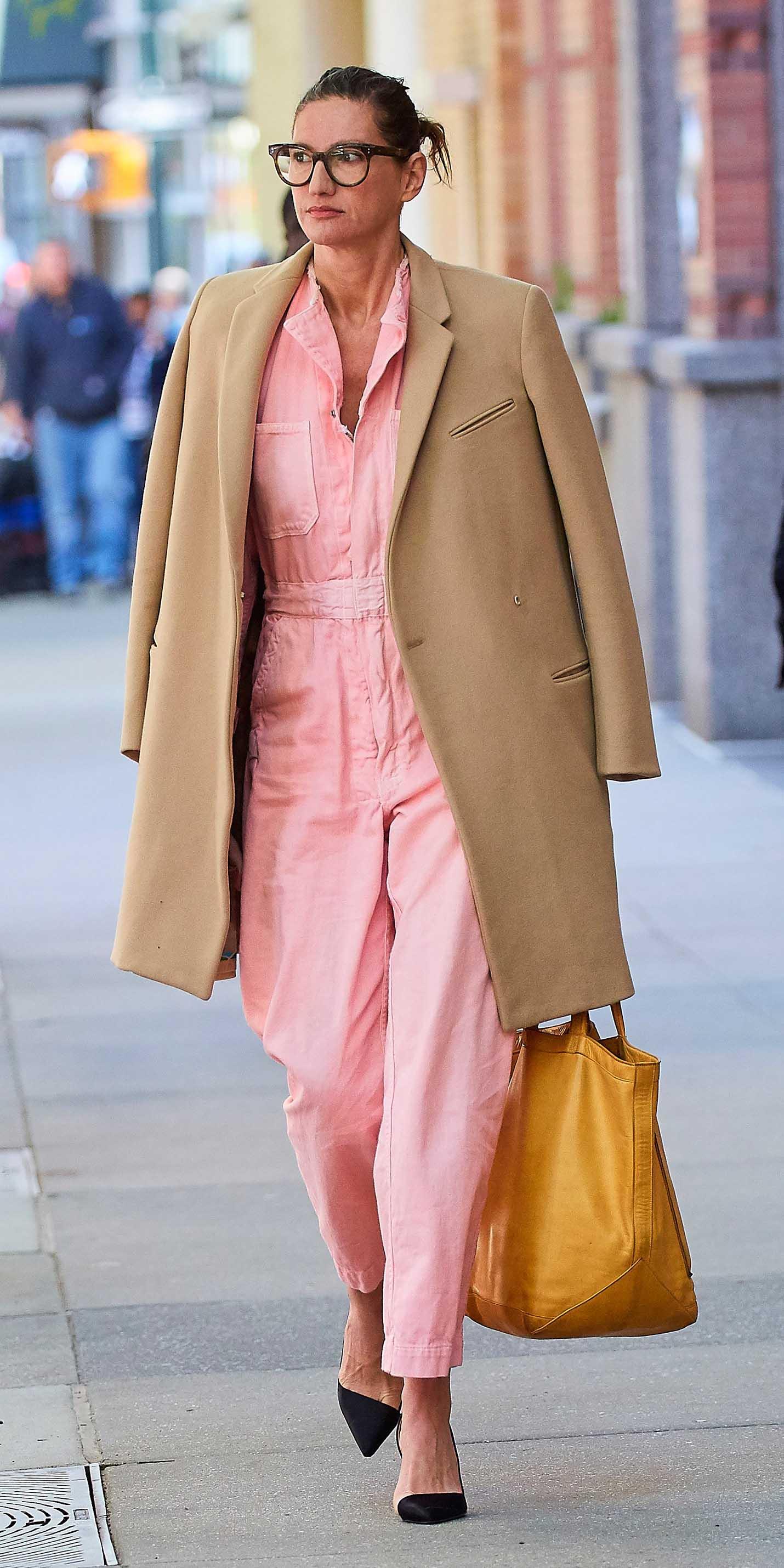 pink-light-jumpsuit-tan-jacket-coat-black-shoe-pumps-jennalyons-howtowear-fall-winter-hairr-work.jpg