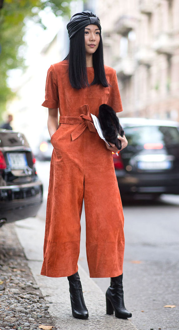 orange-jumpsuit-black-shoe-booties-hat-brun-howtowear-fashion-style-outfit-spring-summer-street-style-milan-italy-lunch.jpg