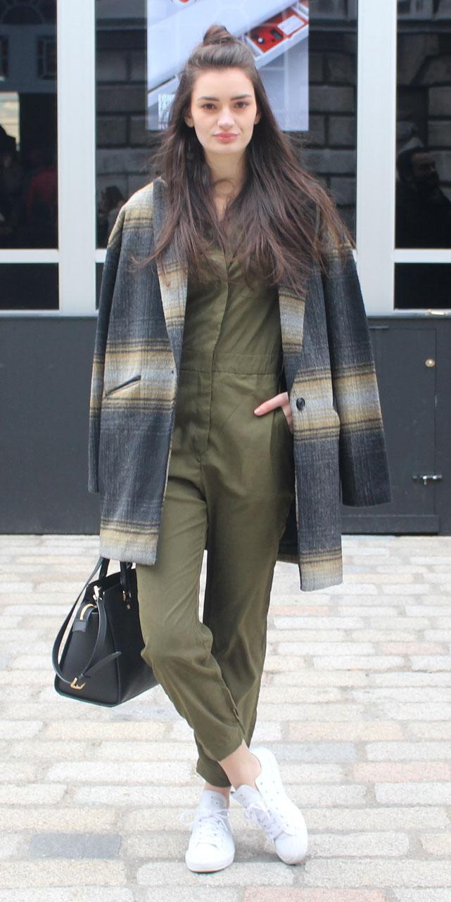 green-olive-jumpsuit-grayd-jacket-coat-plaid-print-white-shoe-sneakers-howtowear-fall-winter-brun-weekend.JPG