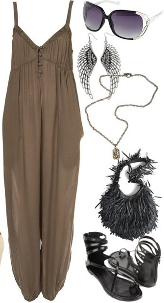 green-olive-jumpsuit-black-shoe-sandals-black-bag-necklace-pend-earrings-sun-howtowear-fashion-style-outfit-spring-summer-weekend.jpg