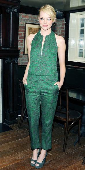 green-emerald-jumpsuit-green-shoe-pumps-bun-emmastone-howtowear-spring-summer-blonde-dinner.jpg