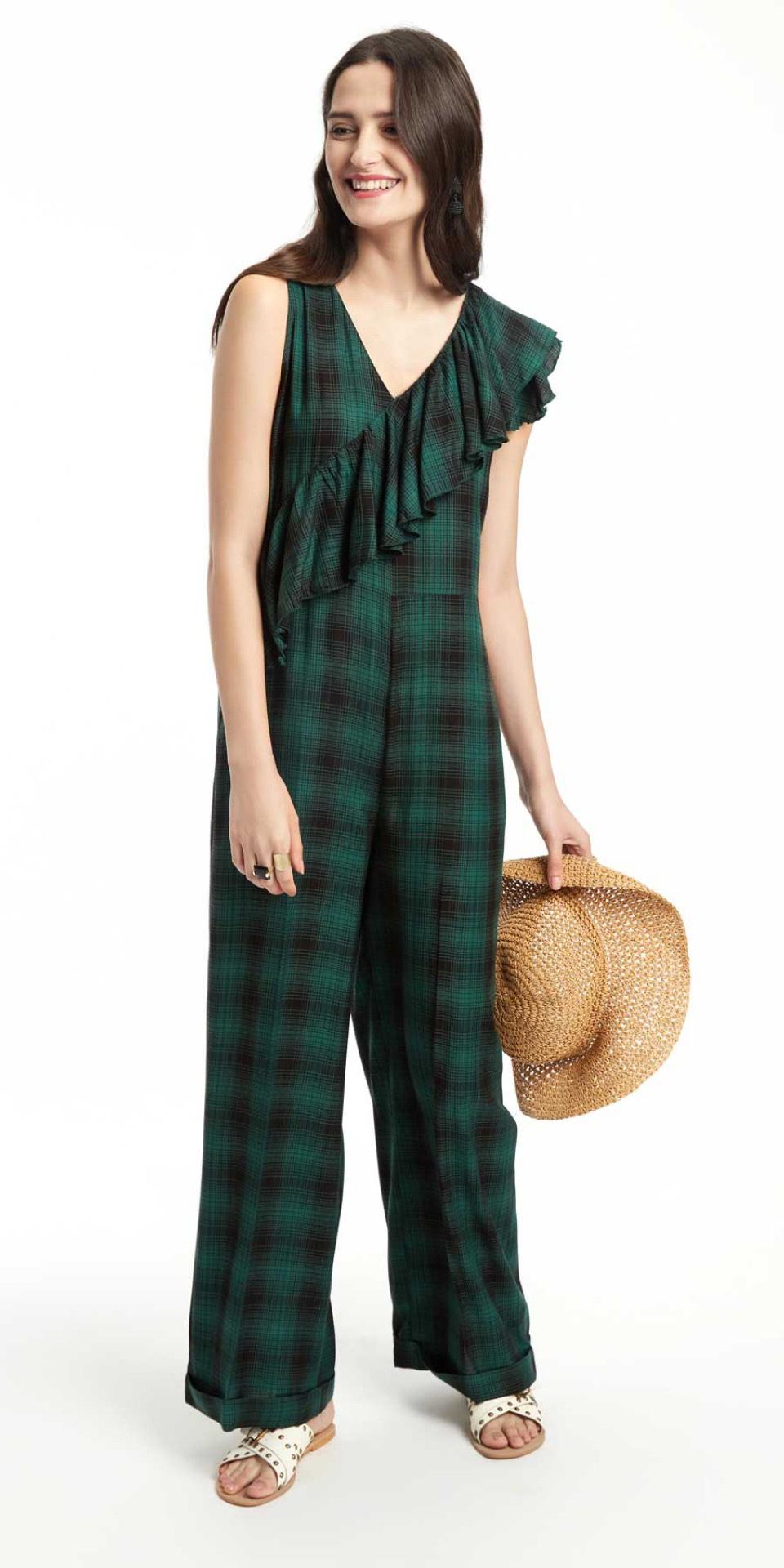 green-dark-jumpsuit-plaid-ruffle-hat-white-shoe-sandals-howtowear-spring-summer-brun-weekend.jpg