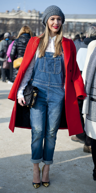 how-to-style-blue-med-jumpsuit-denim-overalls-white-collared-shirt-layer-beanie-red-jacket-coat-black-shoe-pumps-blonde-black-bag-fall-winter-fashion-lunch.jpg