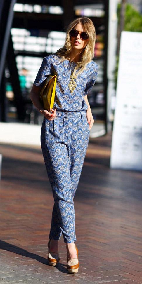 blue-med-jumpsuit-print-yellow-bag-clutch-cognac-shoe-pumps-howtowear-spring-summer-blonde-work.jpg